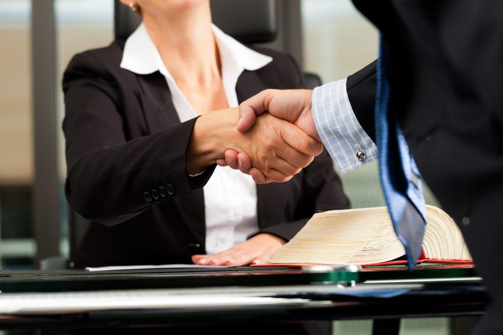 La Mejor Firma Legal de Abogados en Español de Acuerdos en Casos de Compensación Laboral, Mayor Compensación de Pago Adelantado en Chicago
